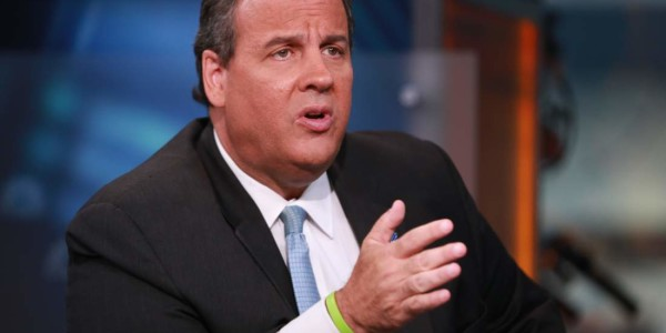 Chris Christie Wants to Track Immigrants Like FedEx Tracks Packages